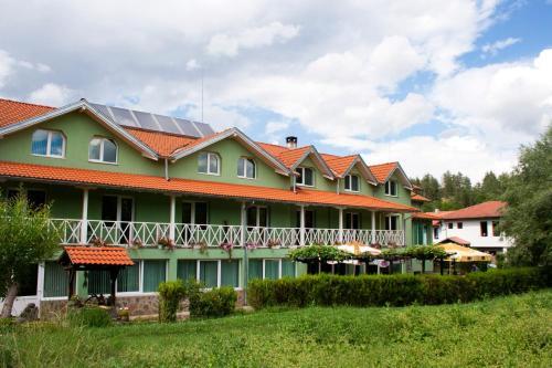 Hotellikuvia: Hotel 1876, Apriltsi