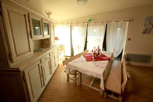 Hotel Pictures: Le Domaine Du Vernet, Le Vernet