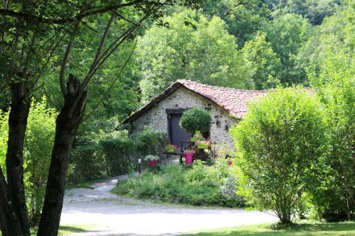 Hotel Pictures: Camping Moulin De Chaules, Saint-Constant