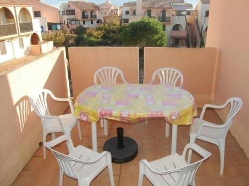 Hotel Pictures: Rental Apartment Maisons Des Sables 13, Port Leucate