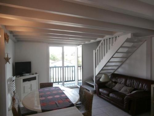 Hotel Pictures: Rental Apartment Blanche - Ciboure, Ciboure