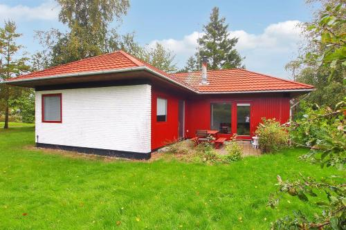 Hotel Pictures: Fejø Holiday Home 667, Vesterby