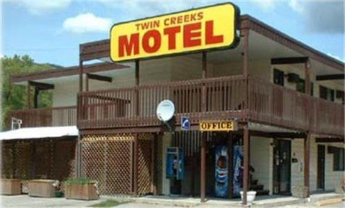 Hotel Pictures: Twin Creeks Motel, Lumby
