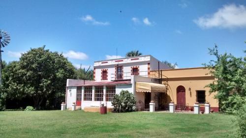 Foto Hotel: Posada La Chozna, Colonia Hocker