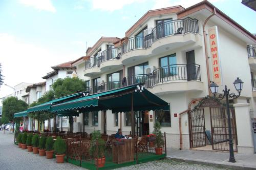Hotel Pictures: Family Hotel Familia, Tryavna