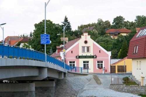 Hotel Pictures: Restaurant Pension L-Club, Hluboká nad Vltavou