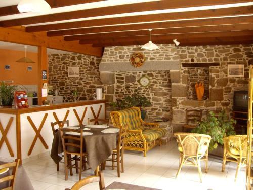 Hotel Pictures: , Saint-Broladre