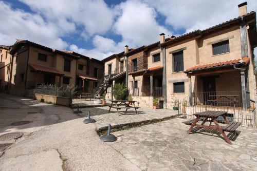 Hotel Pictures: Apartamentos Rural Buenaventura, San Martín del Castañar