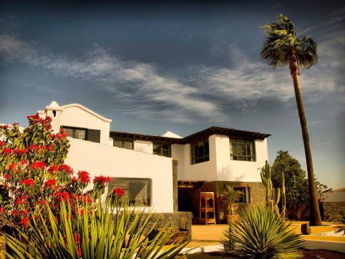 Hotel Pictures: Casa Perdomo, Family Retreat, Masdache
