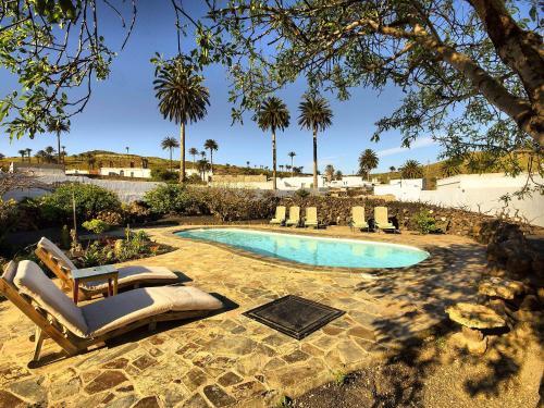 Hotel Pictures: Casa Lola y Juan, Troja, Haría