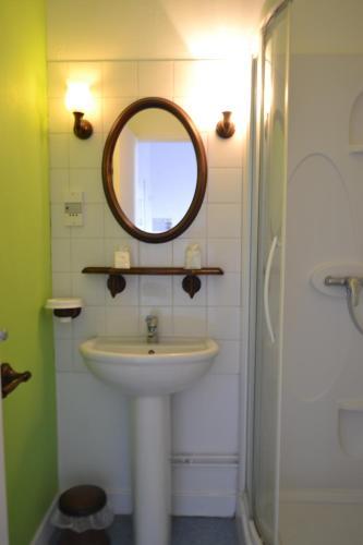 Hotel Pictures: , Éguzon-Chantôme