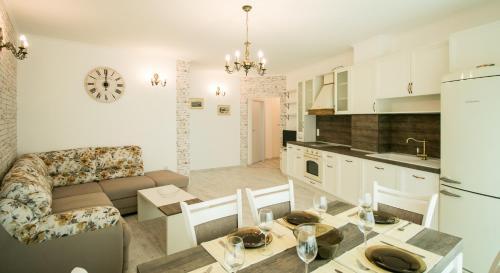 Photos de l'hôtel: Trigor City Apartments, St Constantin et Helena