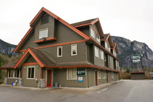 Hotel Pictures: Squamish Adventure Inn, Squamish