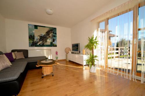 Фотографии отеля: Mountain Panorama – Apartment B, Walchen