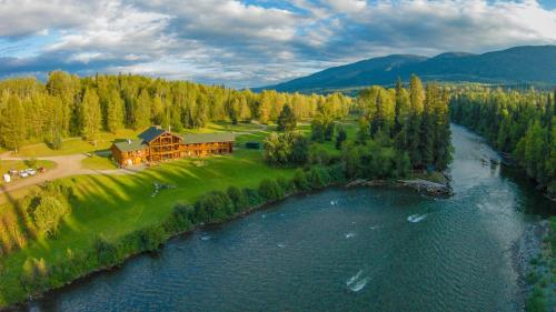 Hotel Pictures: Bear Claw Lodge, Kispiox