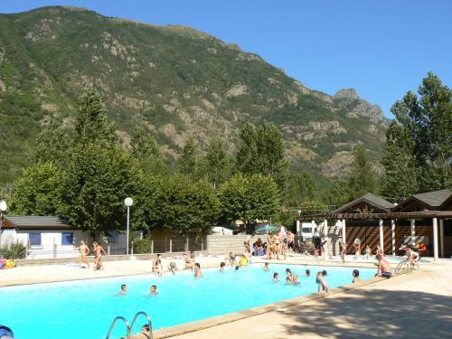 Hotel Pictures: Chalets d'Orlu, Orlu