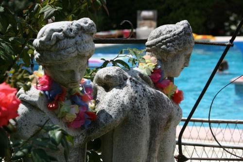 Hotel Pictures: Saint Paul le Marseillais Tentes, Mèze