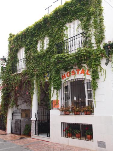 Hotel Pictures: Hostal Tres Soles, Nerja