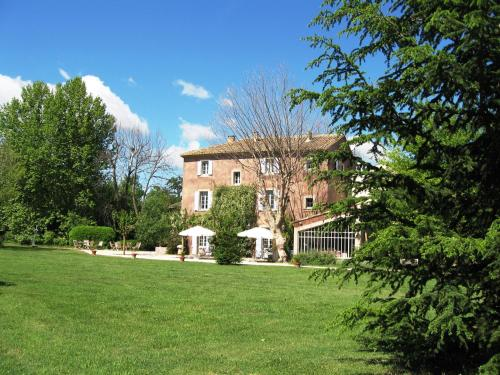 Hotel Pictures: Bastide Rose, Le Thor