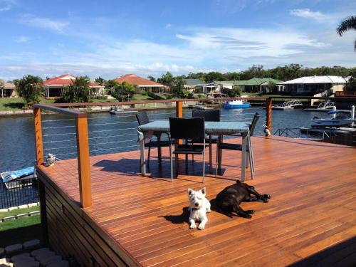Fotos de l'hotel: Pentas Bed and Breakfast on The Deck, Bongaree