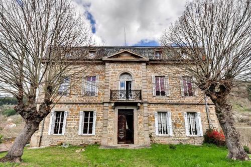 Hotel Pictures: , L'Hôpital-sous-Rochefort