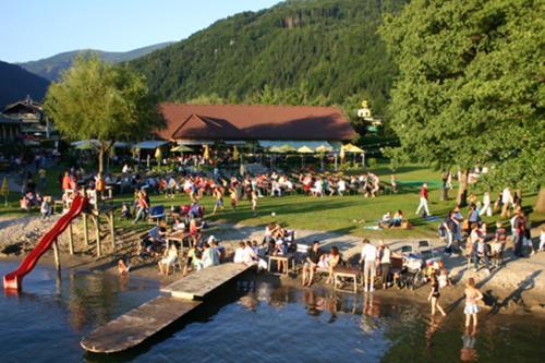 Фотографии отеля: Schwimmbad Camping Mössler, Добриах