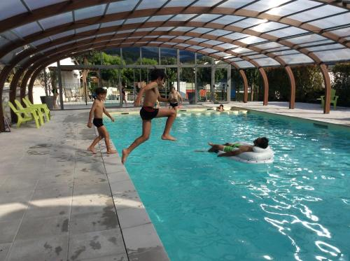 Hotel Pictures: Le Monlôo, Bagnères-de-Bigorre