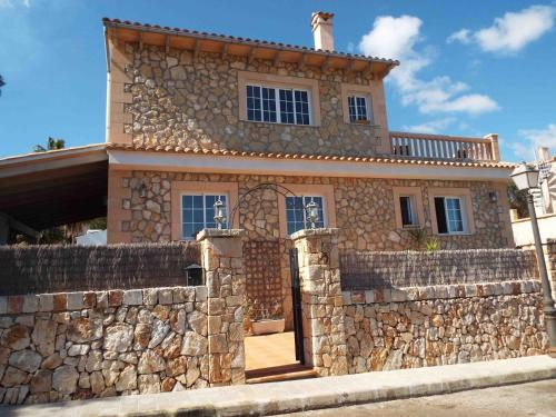 Hotel Pictures: Villa Cala Llombards, Cala Santanyi