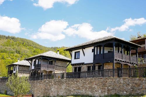 Фотографии отеля: Three Houses Complex, Leshten