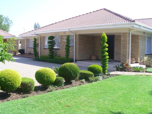 Hotel Pictures: Living Guest House, Mogoditshane