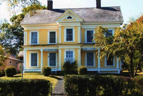 Hotel Pictures: The Breakers Bed and Breakfast, Digby