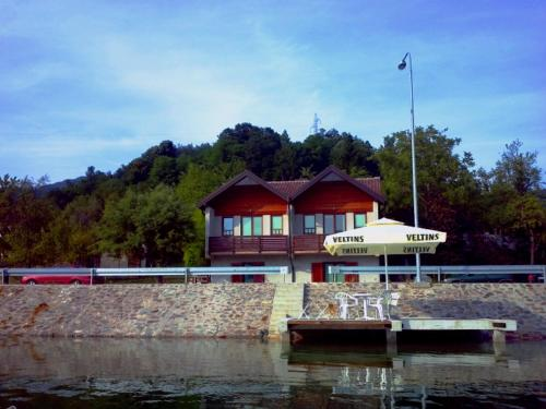 Hotel Pictures: Guest House Jablanicko jezero, Konjic