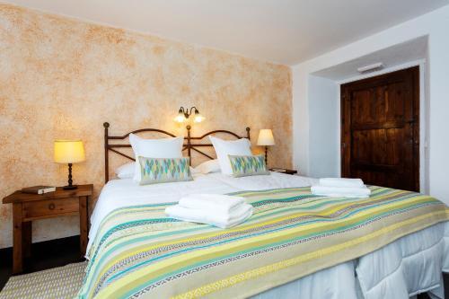 Hotel Pictures: , Fogás de Monclús
