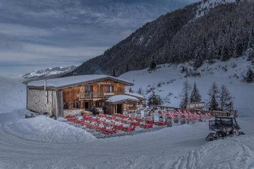 Hotel Pictures: Chalet Du Friolin, Les Coches