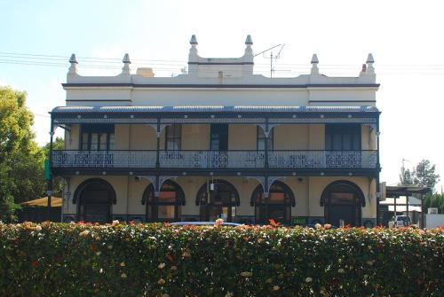 ホテル写真: Caledonia Hotel, セスノック
