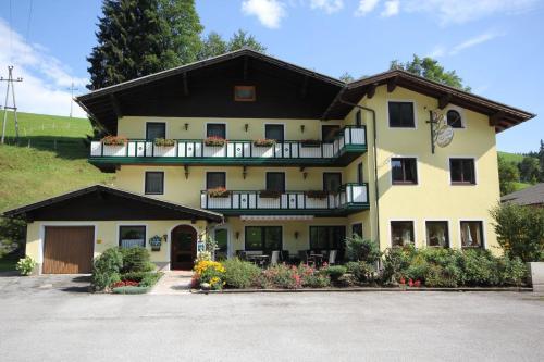 ホテル写真: Hotel Landhaus Ausswink'l, Russbach am Pass Gschütt