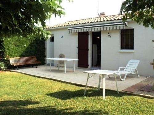 Hotel Pictures: Rental Villa En Secteur Calme, La Faute-sur-Mer