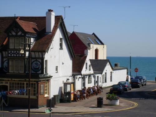Hotel Pictures: The Ship Inn, Folkestone