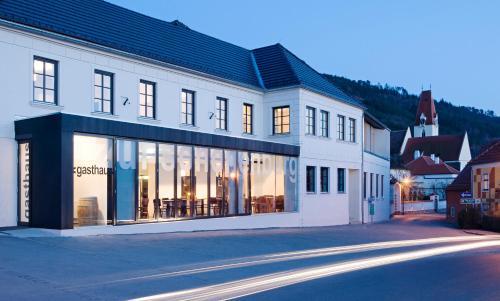 Фотографии отеля: Hotel Zur Schonenburg, Schönberg am Kamp