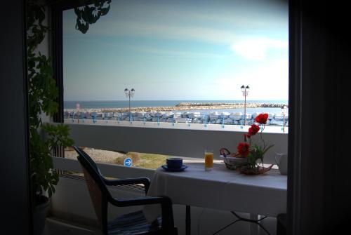 Hotel Pictures: Le Dauphin Bleu, Saintes-Maries-de-la-Mer
