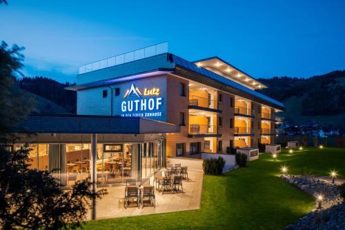 Foto Hotel: Ferienwohnungen Guthof, Schattwald