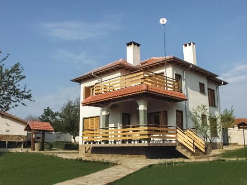 Фотографии отеля: Holiday Home Srebarna Family Hotel, Vetren