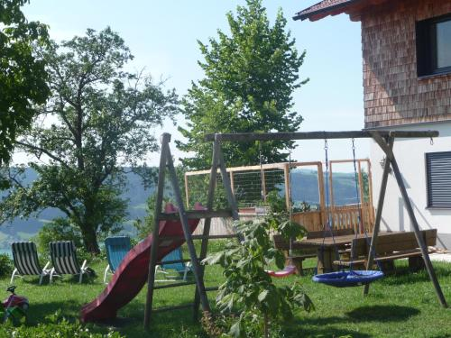 Hotel Pictures: Familienferienhof Stabauer, Zell am Moos