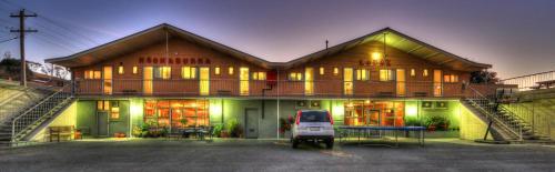 Фотографии отеля: Kookaburra Lodge, Джиндабайн