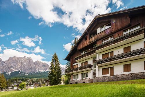 Cortina d 39 ampezzo hotels hotel booking in cortina d for Hotel meuble oasi