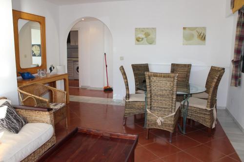 Hotel Pictures: Apartamentos Alcaudon, Isla Canela