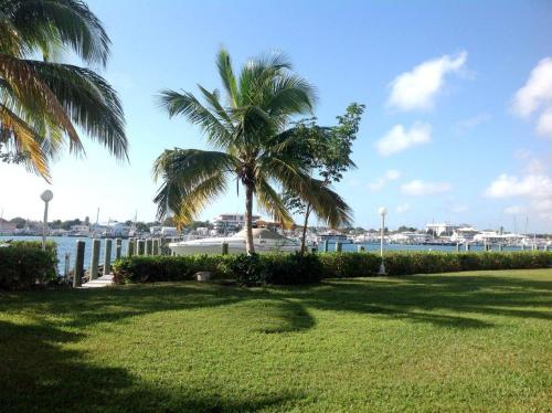 Hotel Pictures: Flamingo Court, Nassau