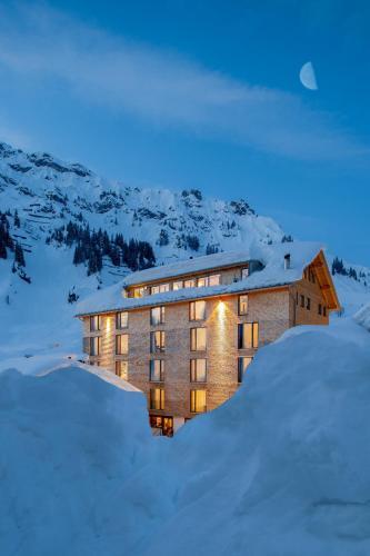 Hotel Pictures: Hotel Mondschein - seit 1739, Stuben am Arlberg
