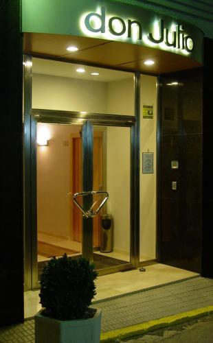 Hotel Pictures: Hostal Don Julio, Sanlúcar la Mayor