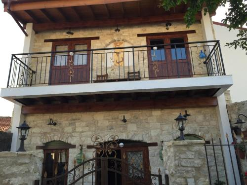 Hotel Pictures: Small Stone Traditional Style House, Lania